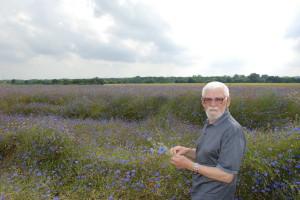 Juin 2008 - Aurel Nedel sur le champ de fleurs bleus